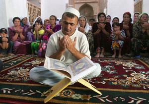 Президент Таджикистана запретил молодежи ходить в мечети и смотреть порно