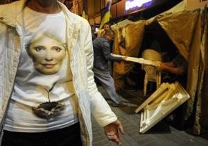 К палаточному городку сторонников Тимошенко стянуты милицейские силы