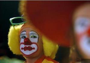 На улицах Луганска клоуны собирали средства для онкобольных детей