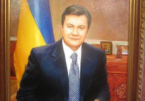 Азаров опроверг информацию о закупке для лесничеств портретов Януковича на 15 млн грн