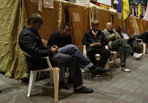 В палаточном городке на Крещатике готовятся к ночному дежурству