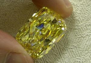В США на аукцион выставят уникальный бриллиант