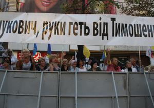 Число митингующих возле здания Печерского райсуда увеличилось до 600 человек