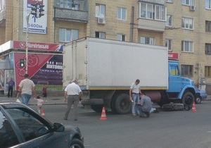 В Житомире гражданин Азербайджана попал на скутере под ЗИЛ и погиб