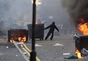 Участников беспорядков в Лондоне обяжут убирать разгромленные районы города