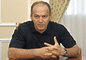 Ъ: Российский миллиардер может купить металлургический бизнес Виктора Пинчука