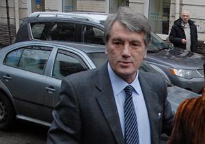 Ющенко уехал из суда, сторонники Тимошенко бросали ему вслед яйца