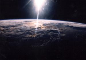 Спутник Экспресс-АМ4 нашли на нерасчетной орбите, с ним пытаются установить связь