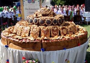 Для Сорочинской ярмарки испекли рекордный каравай