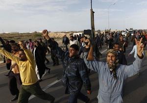 Ливийские повстанцы установили контроль над граничащим с Тунисом городом и НПЗ рядом с Триполи