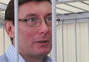 Суд по делу Луценко удалил всех присутствующих за смех в зале