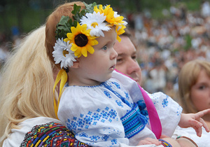 Жители Ивано-Франковска провели марш в вышиванках