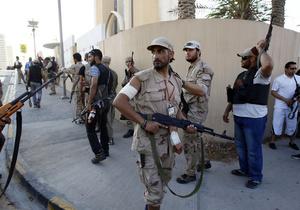 В Триполи прекратилась стрельба. Повстанцы штурмуют родной город Каддафи