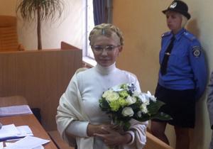 Священник УГКЦ освятил Тимошенко и зал Печерского райсуда