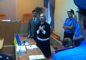 Тимошенко готова сдать кровь на анализ только своей медсестре