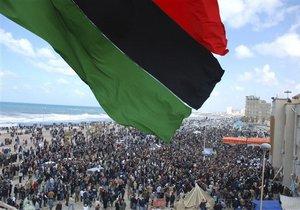 Повстанцы: Покидая Триполи, солдаты Каддафи убили более 150 пленных