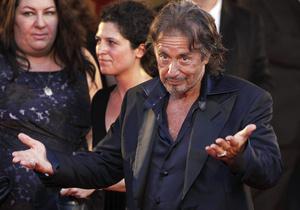 Аль Пачино явился за призом Венецианского кинофестиваля в рубашке с оторванными пуговицами