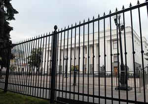 Литвин открестился от нового забора перед зданием парламента