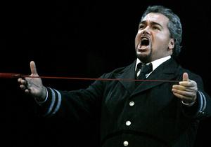 В Италии после ДТП умер известный тенор Сальваторе Личитра