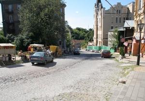 К зиме во всех киевских дворах обещают отремонтировать асфальт