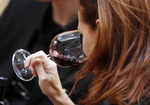 Умеренно пьющие женщины имеют больше шансов на долголетие