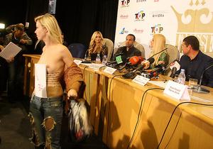 В Киеве активистка FEMEN попыталась сорвать пресс-конференцию с участием Пэрис Хилтон