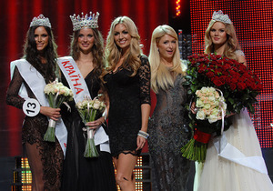Фотогалерея: Красотка года. Пэрис Хилтон выбрала победительницу Мисс Украина-2011