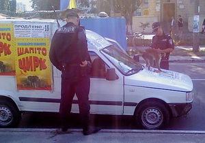 Киевская милиция освободила обезьяну, привязанную к машине