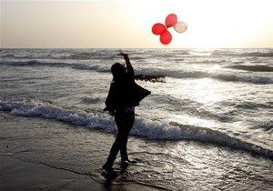 Британский художник заставил лондонцев слушать морской прибой