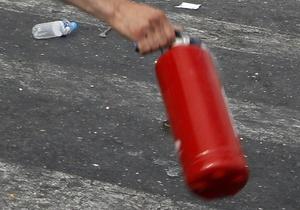 В Киеве пьяный строитель травмировал огнетушителем двух милиционеров