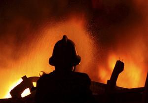 В Киеве ликвидировали вспыхнувший ночью крупный пожар