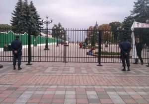 Литвин открестился от нового двухметрового ограждения у здания парламента