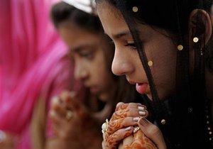 ЮНИСЕФ: Ежегодно в мире вступают в брак около 10 млн несовершеннолетних девочек