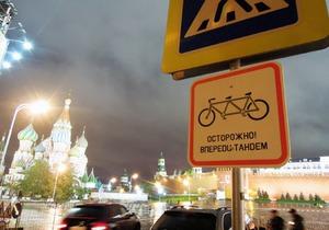 Напротив Кремля два дня провисел знак Осторожно, тандем