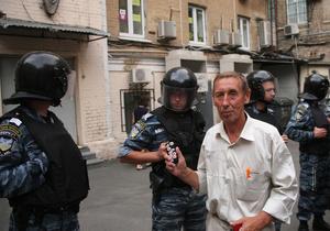 Могилев: Оппозиция собирает ранее судимых для драк с милицией под Печерским судом