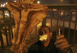 Из-за столкновений в Каире введен комендантский час. Количество жертв возросло