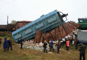 Под Черкассами сошли с рельсов тепловоз и шесть вагонов грузового поезда
