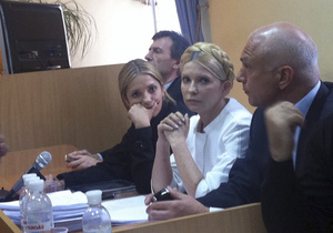 Из Печерского суда Тимошенко увезут больной