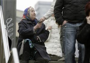 Украинцы считают, что число нищих в стране увеличилось, несмотря на заявления о снижении уровня бедности