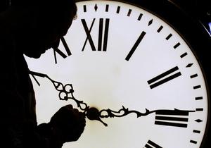 Власти напоминают, что в ночь на воскресенье Украина переходит на зимнее время