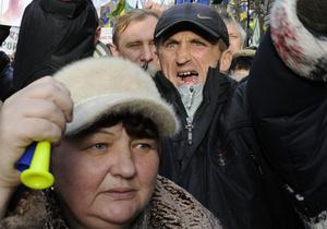 В Киевской области пенсионеры и чернобыльцы перекрыли трассу Киев - Днепропетровск