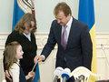 Попов вручил ключи от квартир многодетным семьям Киева