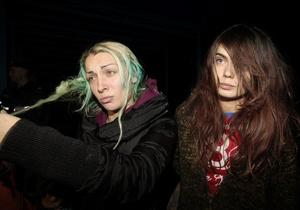 Фотогалерея: Экстрим-тур. Активистки FEMEN вернулись в Украину после скандальной акции в Минске
