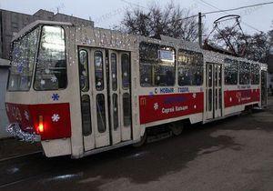 В Запорожье курсирует новогодний трамвай
