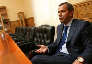 Ведомство Клюева составило список государственных предприятий, покупающих дорогие автомобили