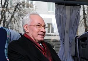 Азаров запретит чиновникам арендовать автомобили, а количество служебных машин сократит вдвое