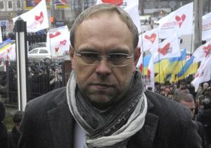 """Власенко: Тимошенко этапировали по указанию """"изверга, которого почему-то называют президентом"""""""