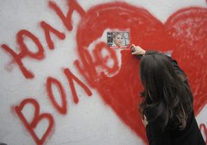 В Харькове под колонией, куда отправили Тимошенко, собираются сторонники осужденной