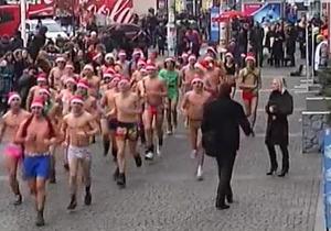 В Днепропетровске Деды Морозы в трусах и шапках устроили забег
