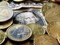 Фунт подорожал по отношению к доллару и евро до 15-месячного максимума